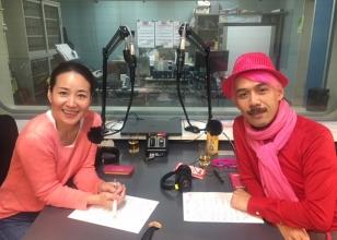 画像:RBCiラジオ『レ・ロマネスクTOBIのめんそ~レレレ!』番組MCのふたり(左:宮城麻里子さん、右:TOBIさん(レ・ロマネスク)