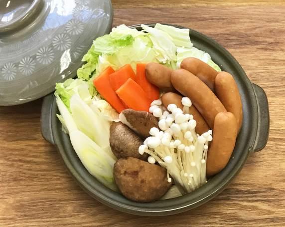 鍋_木目テーブル