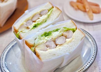 画像:eat me sandwich×岩下の新生姜『とろ~りチーズ入り、岩下新生姜の豚肉巻き、キャベツのサンド』