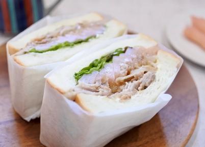 画像:eat me sandwich×岩下の新生姜『爽やか‼︎夏においしい‼︎岩下の新生姜スライス、玉ねぎ、豚肉の塩炒めサンド』