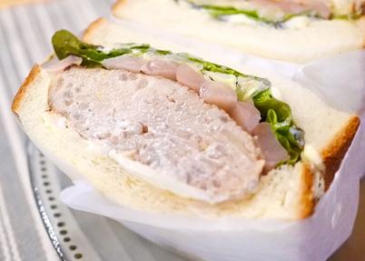 eat me sandwich×岩下の新生姜『岩下の新生姜スライス入り、和風鶏ハンバーグとクリームチーズのサンド
