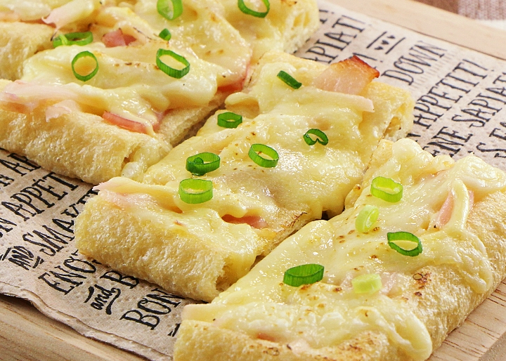 画像:【低糖質】岩下の新生姜とベーコンの油揚げピザ
